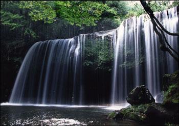 なかなか迫力のある滝です!